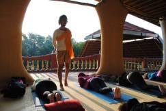 clase de la mañana con Ganga Puri...Hari Om!