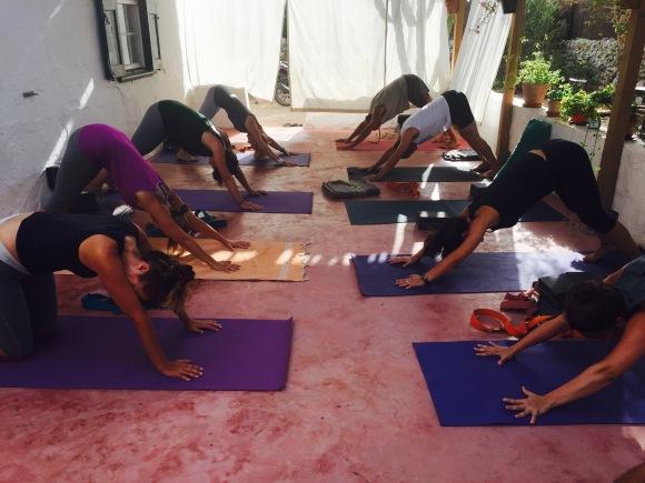 yoga mañanero en el campito