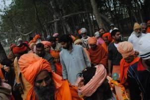 babas y sadhus en la ceremonia para Mataji