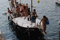 disfruta la isla en barco...siiiii!!!!!